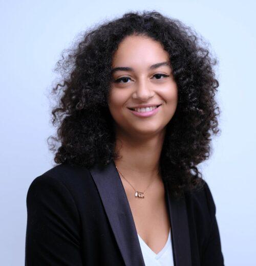 photo cv professionnel jeune femme souriante